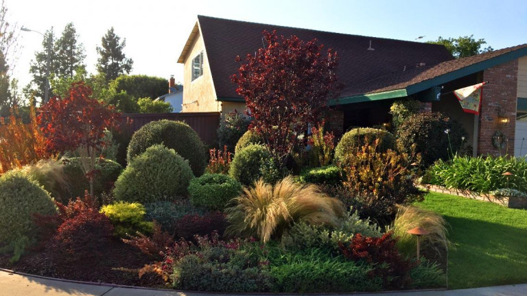 Bates_Front-Lawn